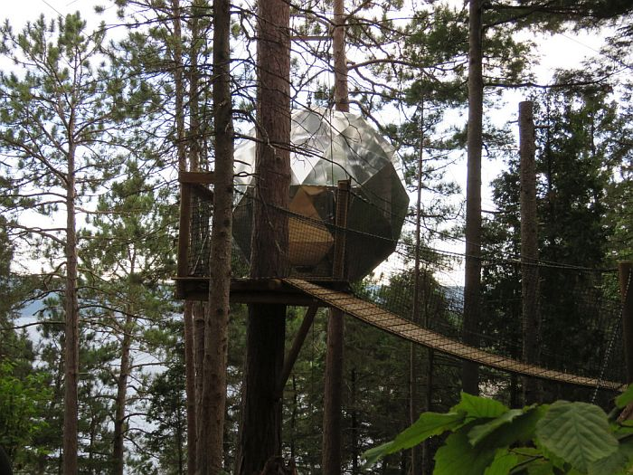 Exterior tree house Sphere Cap Jaseux
