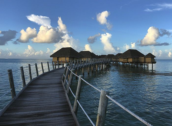 overwater bungalows at Le Taha'a