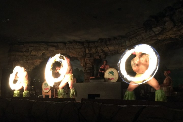 kaanapali-beach-fire-dancers